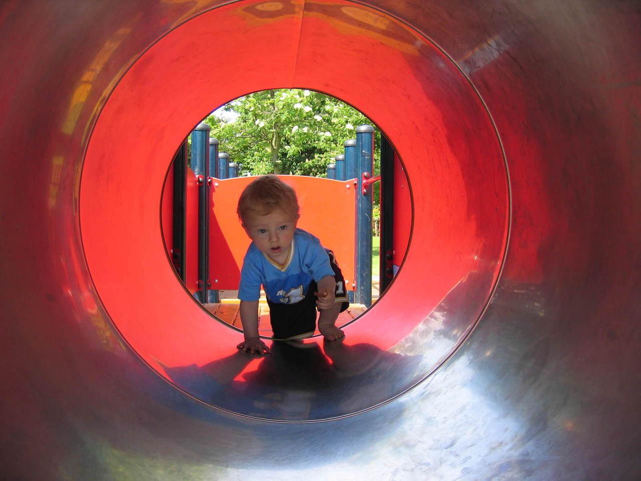 Najmłodsze dzieci na placu zabaw