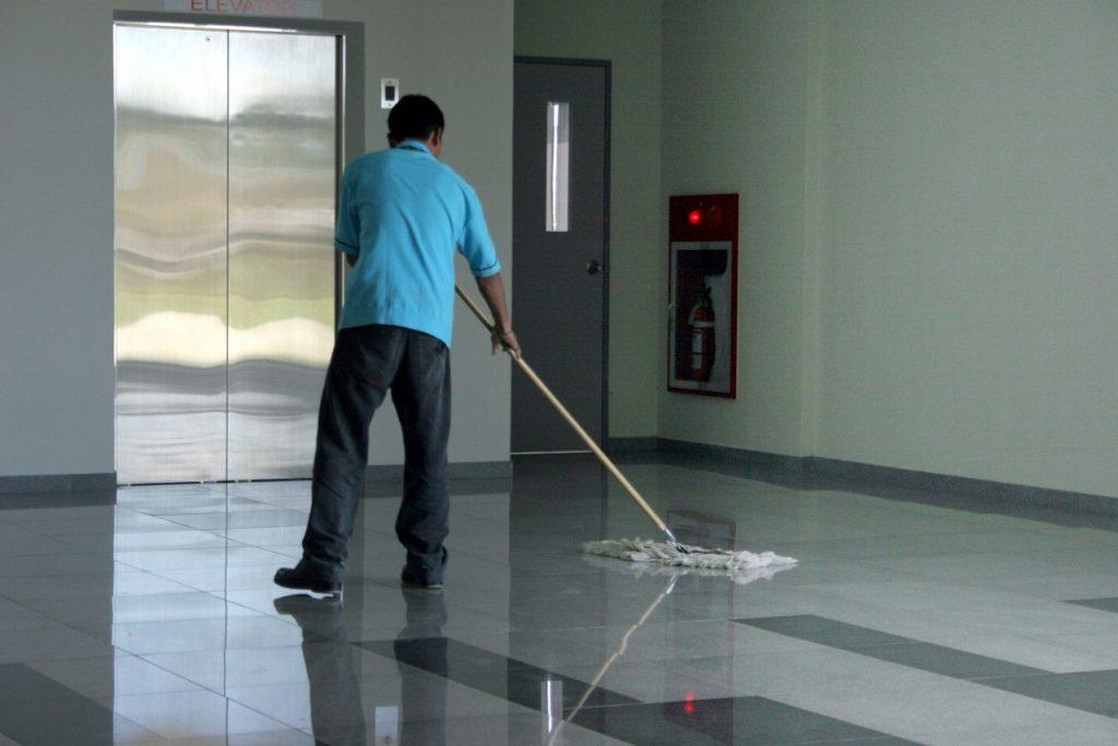 Czy posiadamy odpowiednie maszyny do sprzątania?